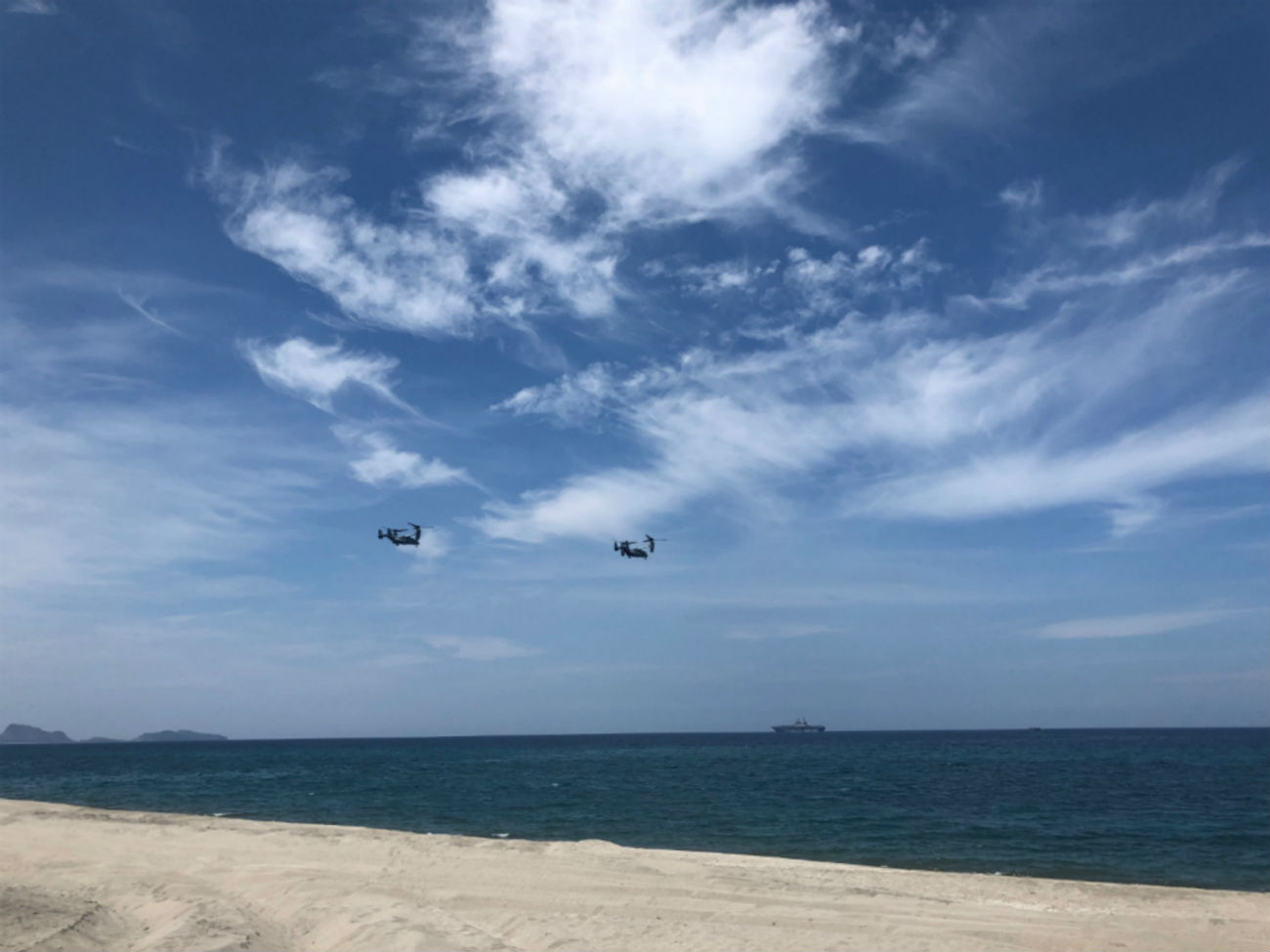 SCRIPTED EXERCISE MV-22 Osprey aircraft from the United States start the first wave of the amphibious exercises in Balikatan 2019. Photo by Sofia Tomacruz/Rappler