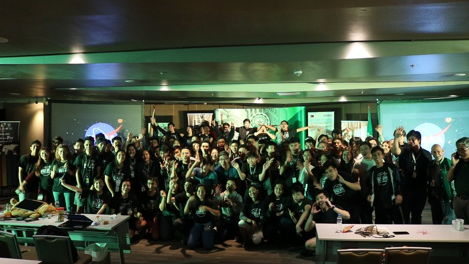 NASA CHALLENGE. Teams at NASA's International  Space Apps Challenge pose for a souvenir shot. Photo from DLSU