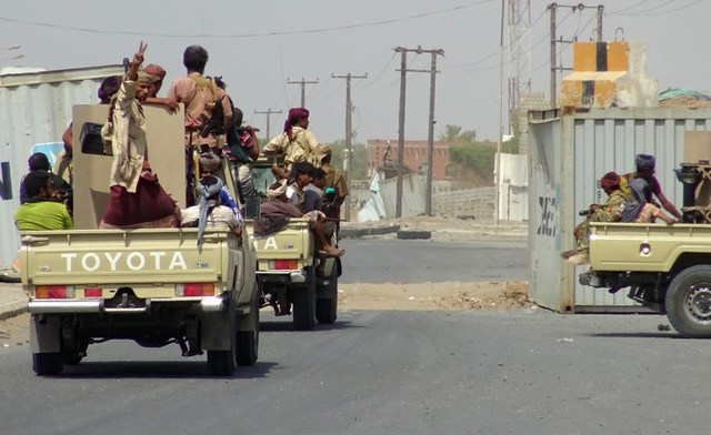 CRISIS. Yemeni pro-government forces gather on the eastern outskirts of Hodeida as they continue to battle for the control of the city from Huthi rebels. File photo by AFP