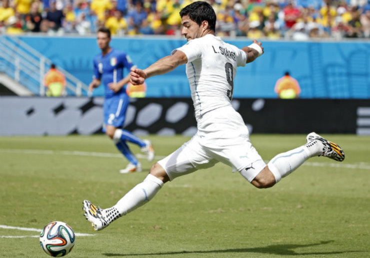 Uruguayu2019s Luis Suarez fires a shot on target against Italy during the World Cup. Photo by Kamil Krzaczynski/EPA