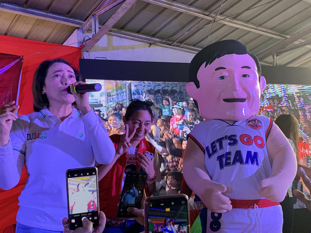 SHOWBIZ. Comedienne Ai Ai delas Alas and a mascot represent senatorial bet Bong Go in a campaign rally in Cainta, Rizal. Photo by Camille Elemia/Rappler