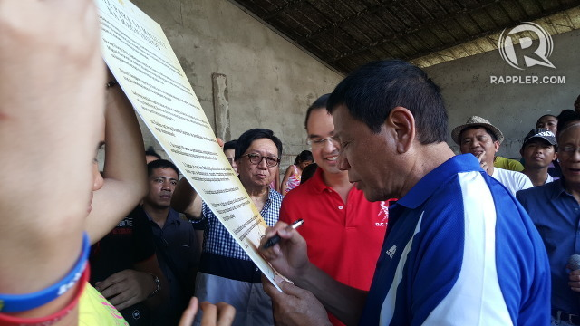 CAMPAIGN PROMISE. Then presidential candidate Rodrigo Duterte signs a manifesto promising coconut farmers they will benefit from the coco levy funds within his first 100 days in office. File photo by Pia Ranada/Rappler