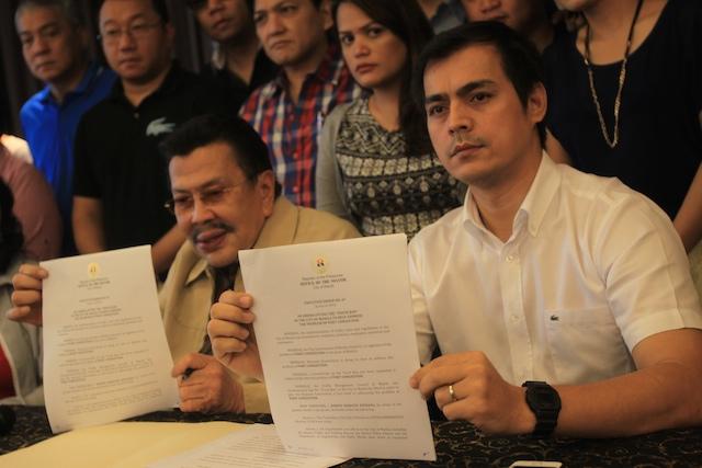 LIFT TRUCK BAN. In this file photo, Manila Mayor Joseph Estrada (left)  and Vice Mayor Isko Moreno announce the lifting of the truck ban in Manila on September 13, 2014. Photo by Jose Del/Rappler