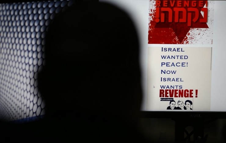 VENGEANCE. A person browses an Israeli social network website inciting attacks against Palestinians on July 3, 2014 in Jerusalem, as cyber-activists joined Internet surfers and soldiers, calling for revenge against Arabs. Photo by Thomas Coex / AFP