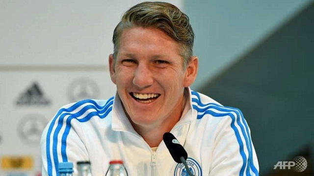 Meski terlihat keras, Bastian Schweinsteiger sebenarnya adalah sosok yang ramah dan easy going. Meski begitu, di awal kariernya ia kerap melanggar banyak aturan dan bandel. Foto oleh Patrik Stollarz/AFP