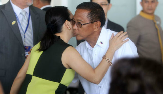 'WRONG MOVE.' DLSU political science professor Allen Surla says it was unwise of Binay to talk about experience and competence, when Senator Grace Poe can easily fend off the attack by citing corruption allegations against him. File photo