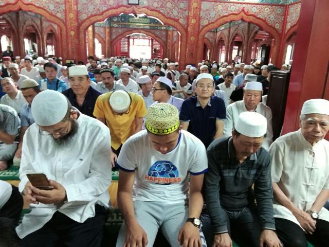 SALAT IED ADHA. Umat Muslim menunaikan salat Idul Adha di Masjid Niujie, Beijing pada Senin, 12 September. Foto oleh Uni Lubis/Rappler