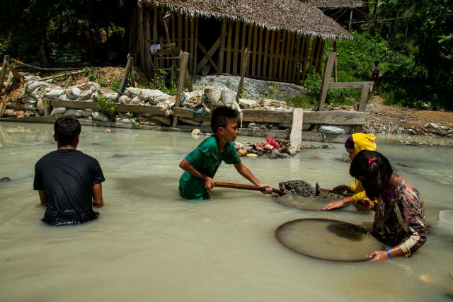 CHILD LABOR. Child laborers in the Philippines can be as young as 5. Photo from Human Rights Watch