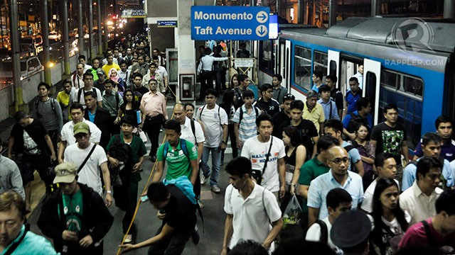 INEFFICIENT, MISMANAGED. The Riles Network wants MRT 3 general manager Al Vitangcol to resign for failing to ease and prevent long lines at MRT 3 stations. File photo by Leanne Jazul/Rappler