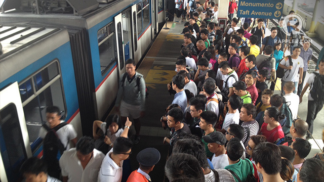 TRAIN GLITCHES. Metro Manila commuters have had to deal with constant problems with the MRT Line 3. File photo