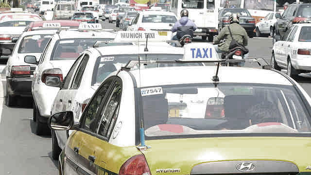 THE PROBLEM. The taxi system is supposed to be simple. File photo by Rappler