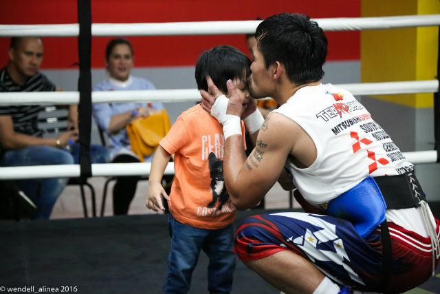 Training seemed lighter for Manny Pacquiao with his youngest son Israel around. Photo by Wendell Alinea/OSM