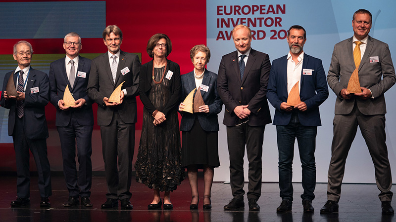 BRIGHT MINDS. The winners of the European Inventor Award 2019 on stage at the award ceremony in Vienna on 20 June 2019, together with EPO President Antonio Campinos, and jury member Ursula Kelle. Photo from epo.org