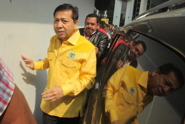 Ketua Umum DPP Partai Golkar Setya Novanto tiba untuk memimpin Rapat Pengurus Pleno DPP Partai Golkar di Kantor DPP Partai Golkar, Jakarta, Rabu, 11 Oktober. Foto oleh Muhammad Adimaja/ANTARA