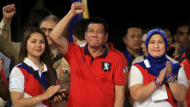 ACCESS TO THE PRESIDENT. Paolo Duterte's ex-wife, Lovelie Sangkola Sumera, joins Rodrigo Duterte in one of his campaign sorties. Photo from Lovelie Sangkola Sumera Facebook acount