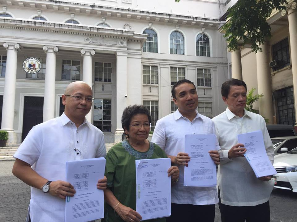 PLEA. Petitioners Etta Rosales and Alex Padilla with counsels former solicitor general Florin Hilbay and Barry Gutierrez file a petition for mandamus before the Supreme Court asking it to compel Congress to convene and deliberate on martial law. Photo by Lian Buan/Rappler