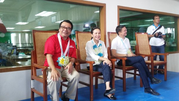 MEET AND GREET. Presidential candidate Grace Poe, her running mate Francis Escudero (right), and senatorial bet Neri Colmenares prepare to interact with Tuguegarao city hall employees in Cagayan province on February 29, 2016. They are hosted by Mayor Jefferson Soriano, a member of the Nationalist Peopleu2019s Coalition. Photo by Raymon Dullana/Rappler