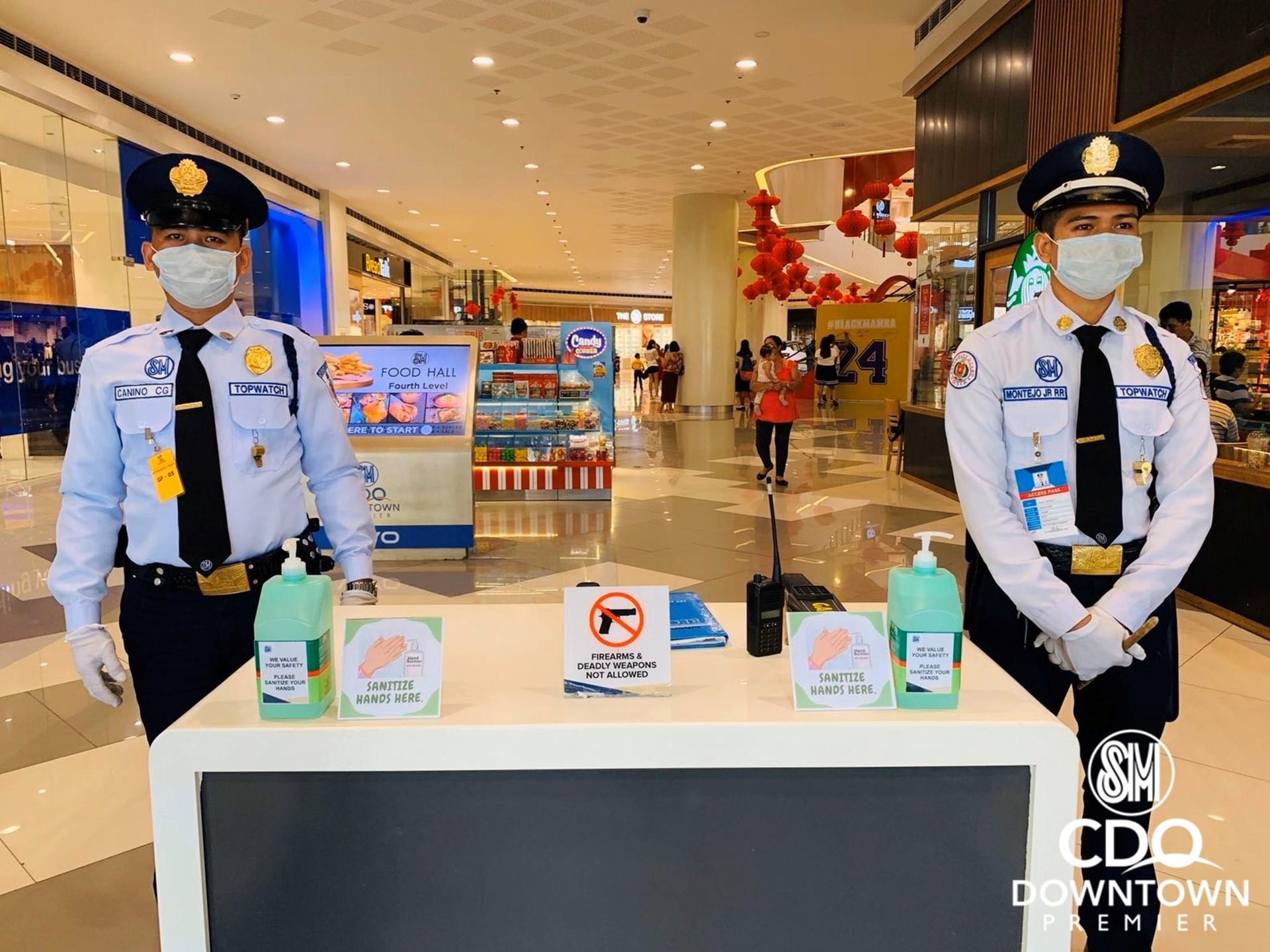 SAFETY MEASURE. A shopping mall in Cagayan de Oro welcomes mall goers with hand sanitizer and rubbing alcohol to use as a precautionary measure against the 2019 novel coronavirus. Photo from SM CDO Downtown Premier