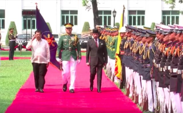 Brunei Sultan Hassanah Bolkiah's state visit in April 2017. Screenshot from RTVM