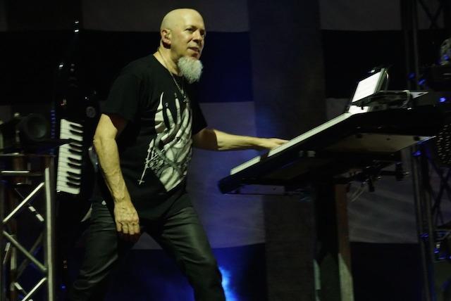 KEYBOARD. Jordan Rudess di balik keyboardnya. Foto dari Rajawali Indonesia