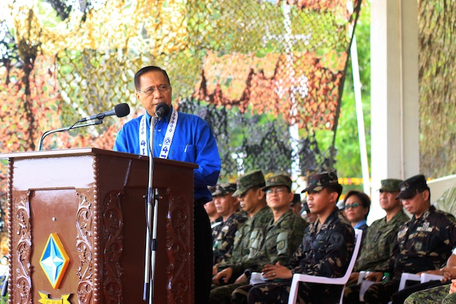 PEACE TALKS. Chief Peace Adviser Jesus Dureza addresses military and civilian officials at the 47th anniversary of the 4th Infantry Division of the Philippine Army on February 1, 2017. Photo by Bobby Lagsa/Rappler