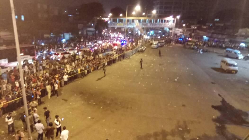 Situasi di sekitar Terminal Kampung Melayu setelah ledakan, Rabu malam (24/5). Foto oleh Rappler
