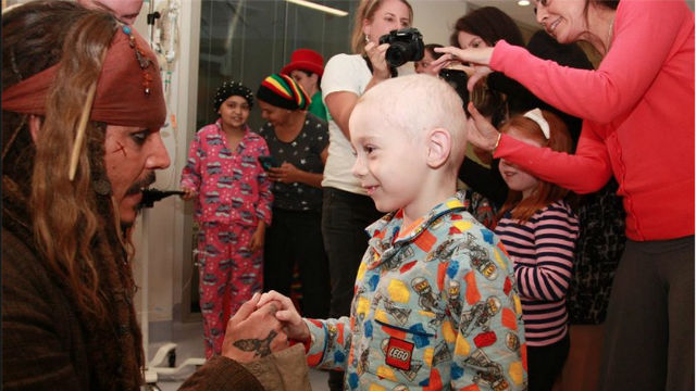 CAPTAIN JACK SPARROW VISITS CHILDREN'S HOSPITAL. Johnny Depp spends time with the children at Lady Cilento Children's Hospital in Brisbane, Australia. Screengrab from Facebook / Children's Hospital Foundation
