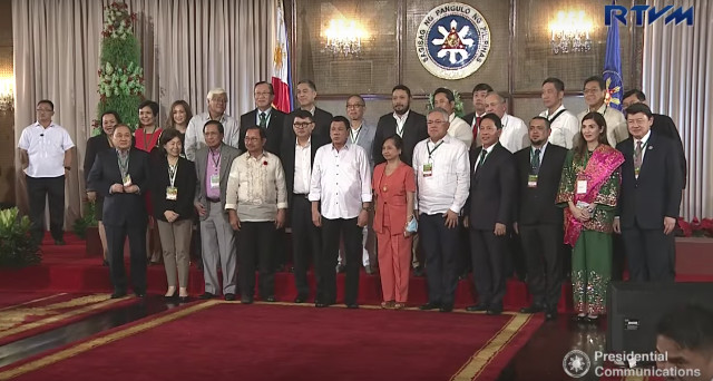 FOR SULU'S FUTURE. Businessmen, government officials, and NGOs pledge support for the Duterte administration's 'Save Sulu' program. Screenshot from RTVM