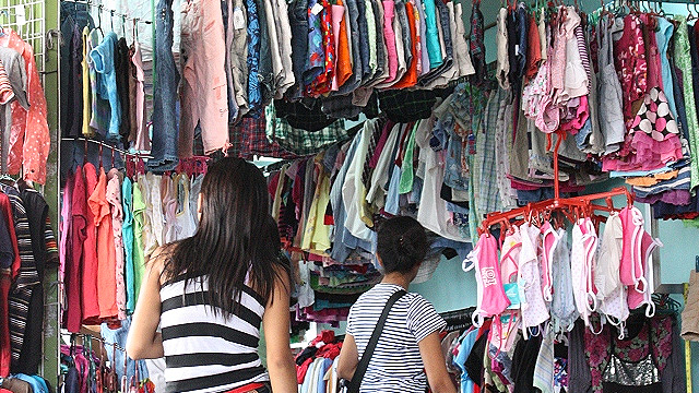 ILLEGAL? Despite being widespread, the importation of used clothes for commercial purposes is illegal. Photo from Wikimedia