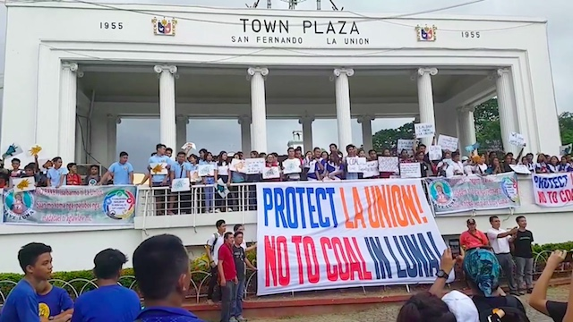 'PROTECT LA UNION'. In this file photo, groups converge at the town plaza in San Fernando, La Union, in July 2018 to protest a coal-fired power plant to be built in Luna town. Screenshot from the video of Diane Mendoza Orpilla