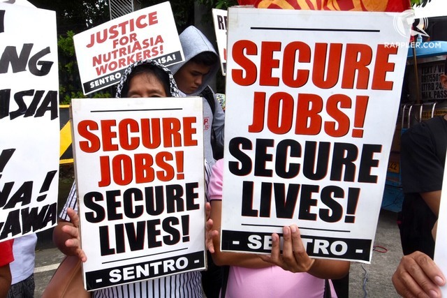 ENDING ENDO. Workers from various companies stage a rally calling for the passage of the security of tenure bill at the main gate of the Senate on August 7, 2018. File photo by Angie de Silva/Rappler