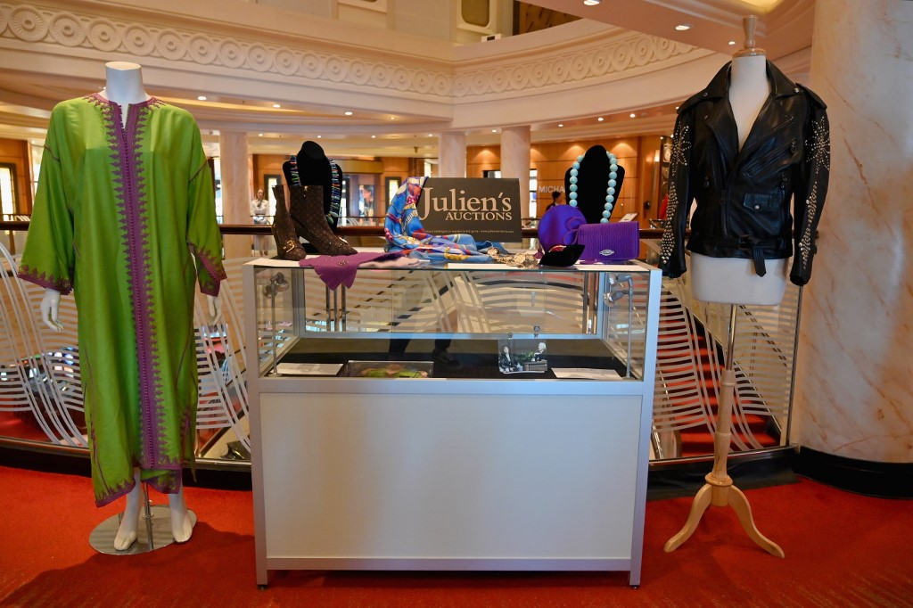 COLLECTION. Items owned by late US-British actress Elizabeth Taylor are displayed during a Julien's Auctions press preview. Photo by Angela Weiss / AFP