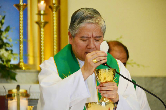 REJECTING ABORTION. Lingayen-Dagupan Archbishop Socrates Villegas, CBCP president, says the Catholic Church continues to reject abortion as a 'grave and serious wrong.' File photo by Noli Yamsuan/Archdiocese of Manila