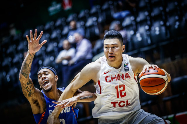 BEAST. Calvin Abueva and Li Gen going at it in the opening period. Photo from FIBA.com