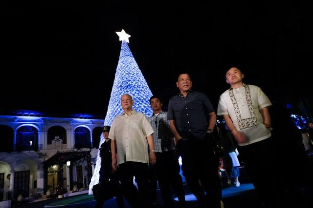 CHRISTMAS WITH THE PRESIDENT. President Duterte walks with Presidential Assistant Bong Go and SMC boss Ramon Ang (left) during a Christmas party in Malacau00f1ang on December 20. Photo courtesy of Malacau00f1ang