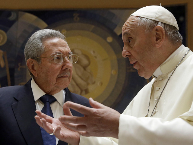 TALK. Pope Francis talks with Cuban President Raul Castro during a private audience at the Vatican on May 10, 2015. Photo by Gregoria Borgia/EPA