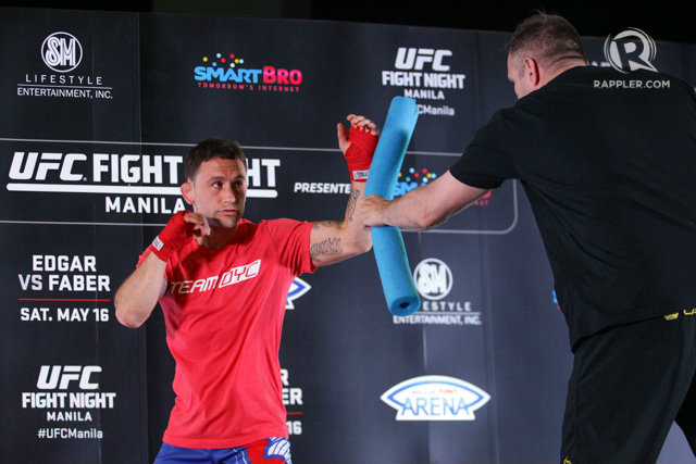 Frankie Edgar displays on-point boxing combinations during the open workouts. Photo by Mark Cristino/Rappler