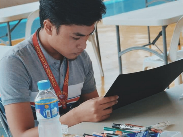 ARTIST AT WORK. The AB Multimedia Arts student from the University of Mindanao took a minimalistic approach to his winning work of art. Photo courtesy of Columbia Pictures