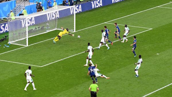 GOL. Takashi Inui dari Jepang mencetak gol pertama Jepang saat berhadapan dengan Senegal, Minggu, 24 Juni. Foto dari FIFA.com