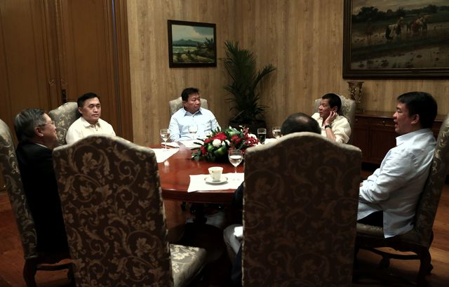 ALLIES IN CONGRESS. President Rodrigo Duterte holds a meeting with House Speaker Pantaleon Alvarez and Senate President Aquilino Pimentel III at the Orchid Room in Malacau00f1ang Palace on March 7. Photo by Richard Madelo/Presidential Photo