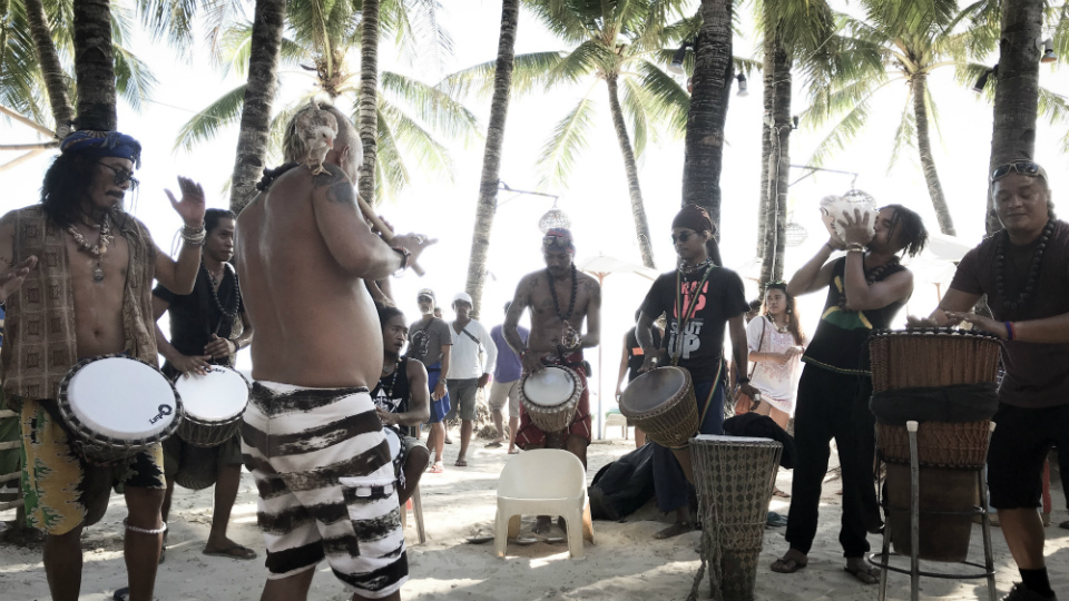 LAST PERFORMANCE. Island Drum Beaters perform their last song on April 25, the last day prior to the shut down. Photo by Aika Rey/Rappler