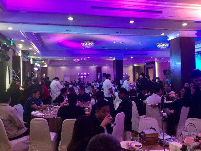 ROMUALDEZ ALLIES. Around 100 lawmakers arrive at EDSA Shangri-La hotel for Romualdez's thanksgiving dinner. Photo by Mara Cepeda/Rappler