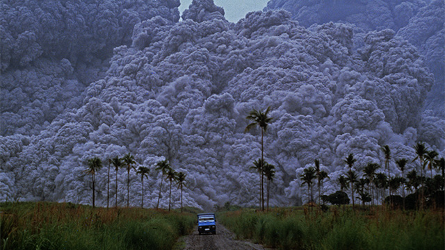ICONIC PHOTO. Photojournalist Albert Garcia's snap of Mount Pinatubo eruption is in National Geographic's u0022100 Best Images of All Time.u0022 Photo by Albert Garcia