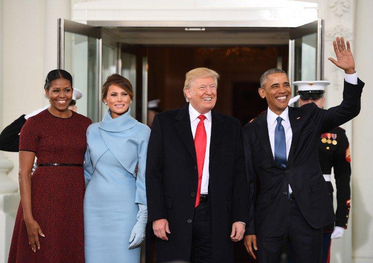 TRANSISI. Presiden ke-44 Barack Obama (pojok kanan) bersama Presiden terpilih, Donald Trump dan didampingi masing-masing istri berhasil melakukan transisi kekuasaan ke pemerintahan baru. Foto oleh Jim Watson/AFP