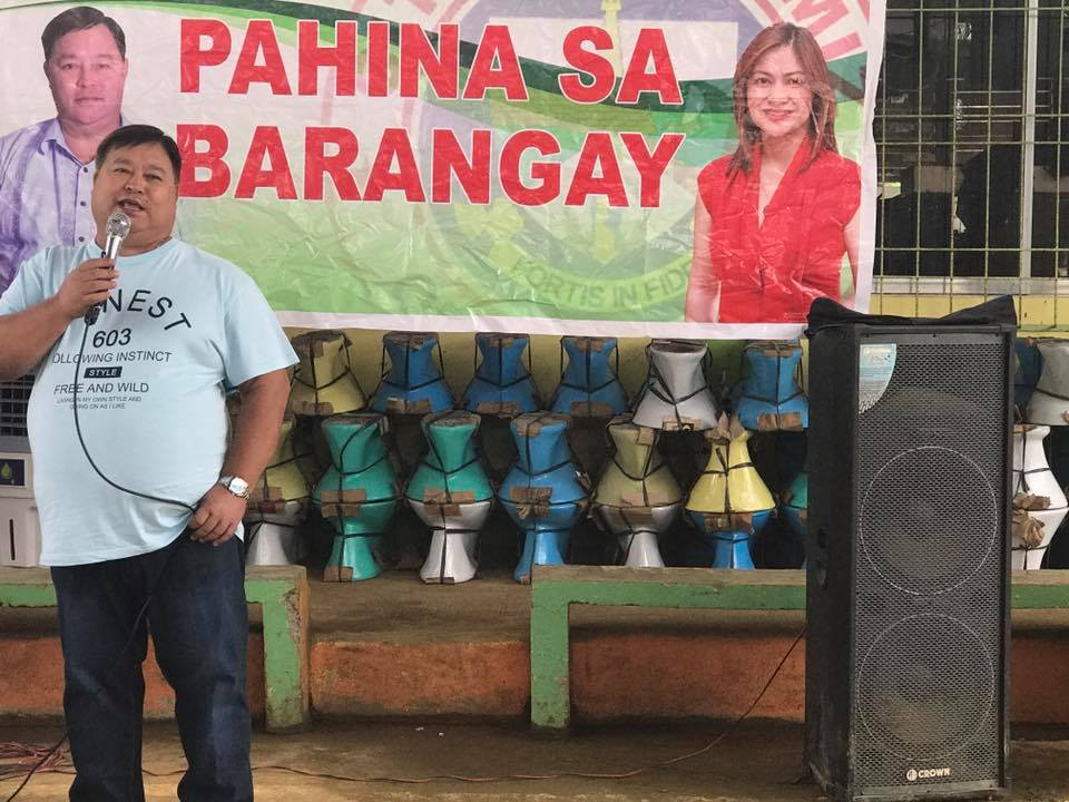 SUPPORT. Mayor Reynaldo Parojinog enjoys the support of his constituents in Ozamiz City. Photo from LGU Facebook page