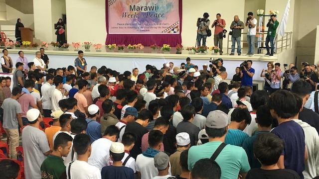 PRAYERS. Marawi residents remember the siege of Marawi. Photo by Carmela Fonbuena/Rappler