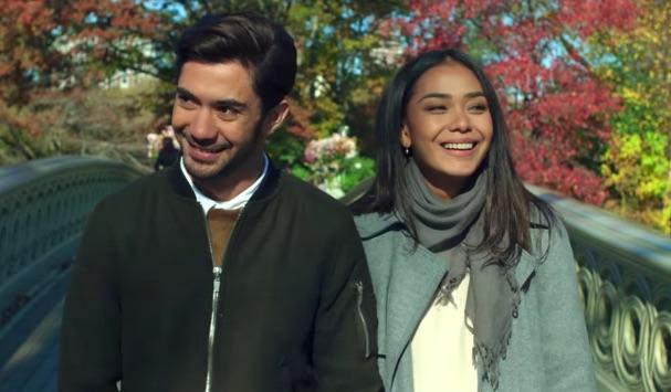 CRITICAL ELEVEN. Reza Rahadian dan Adinia Wirasti beradu akting dalam film 'Critical Eleven'. Foto screenshot dari YouTube Starvision.