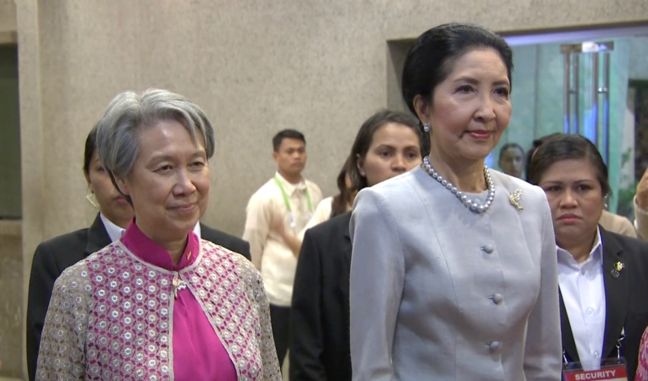 FIRST LADIES. Singapore's Ho Ching and Thailand's Naraporn Chan-o-cha. Screengrab from ASEAN pool video
