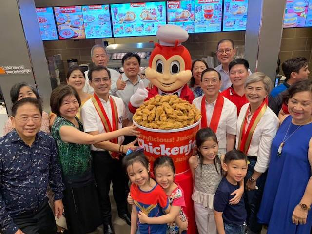 PARTNERSHIP. Isko Moreno in a Jollibee branch opening. Photo from Moreno's Facebook page
