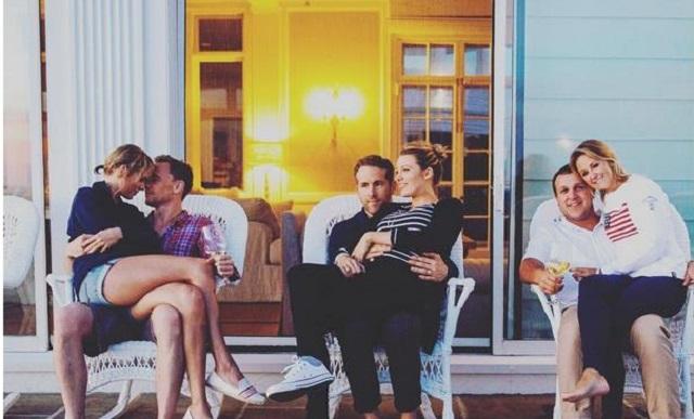 Tom dan Taylor (kiri) saat tengah mesra-mesra saat berlibur bersama teman-teman mereka. Salah satunya adalah pasangan Ryan Reynolds dan Blake Lively (tengah). Foto dari instagram.